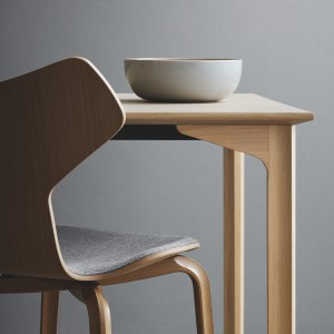 6983_Grand_20Prix_20table-fritz-hansen-square